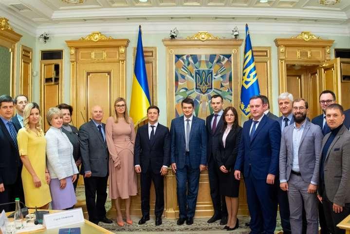 Зеленський пояснив, чому змінив склад ЦВК
