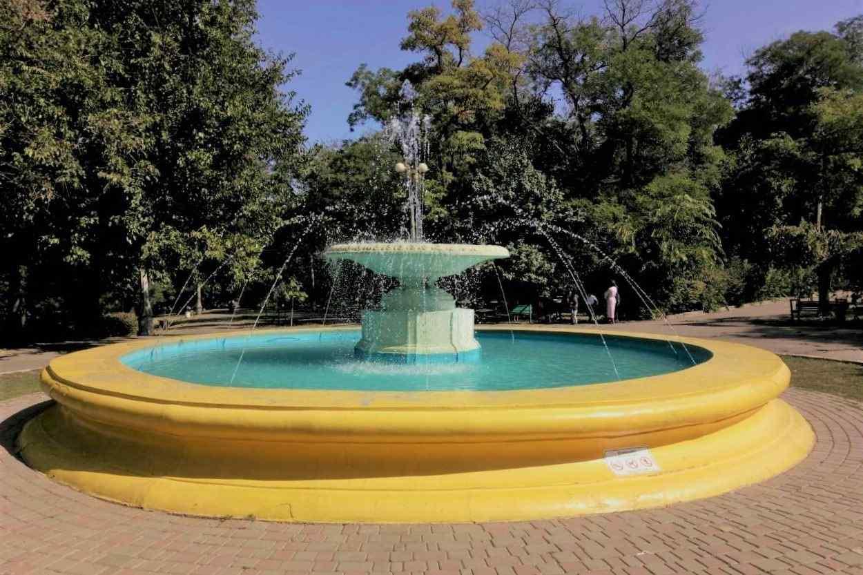 Фонтан в одесском парке Шевченко, который пострадал из-за вандалов, снова работает