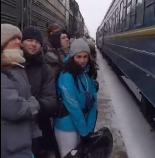 Небезпечний перон, який може стати фатальним: тернополянин показав жахливі умови на одній зі станцій «Укрзалізниці» (відео)