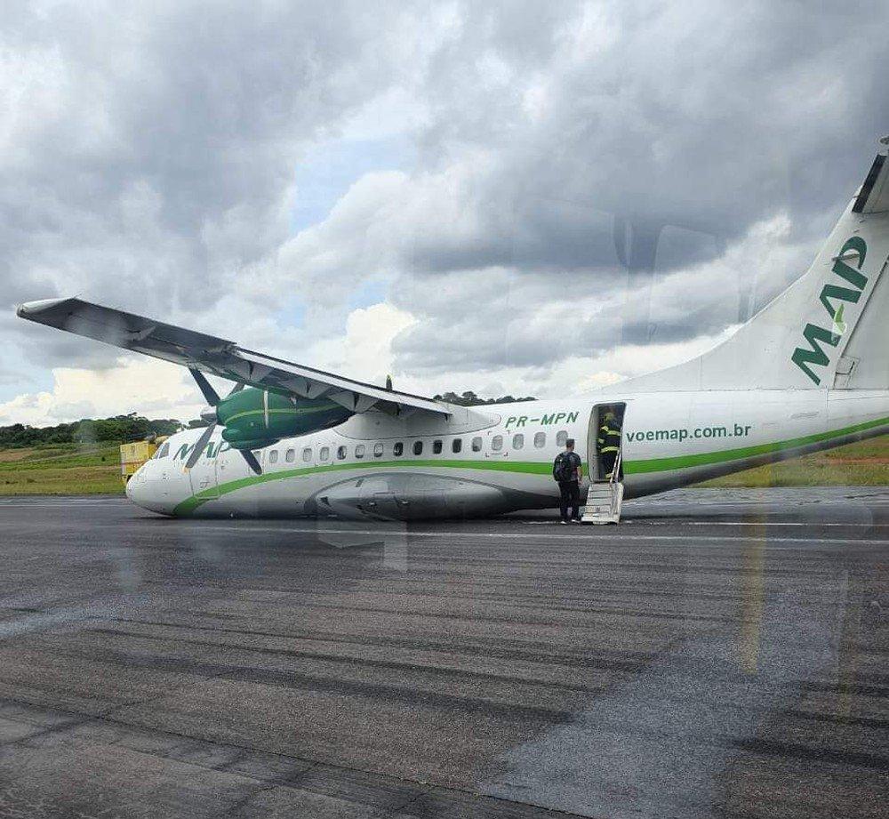 """При посадке экипаж самолета не смог выпустить шасси, потому воздушное судно приземлилось на """"брюхо"""" - Новости"""