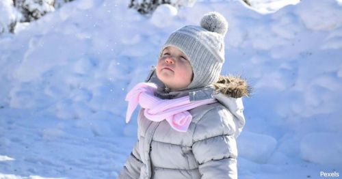 У Почаєві невідомі нищать дитячий майданчик (фото)