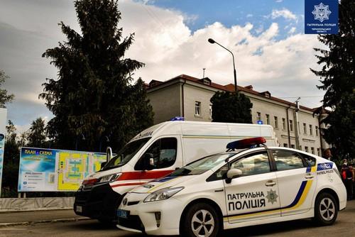 """У Тернополі """"швидка"""" виїжджала на побутове «кіно», яке дивилися відвідувачі ринку"""