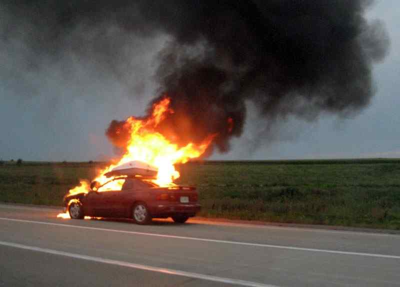 Утром в Одессе горели Mercedes и Mitsubishi