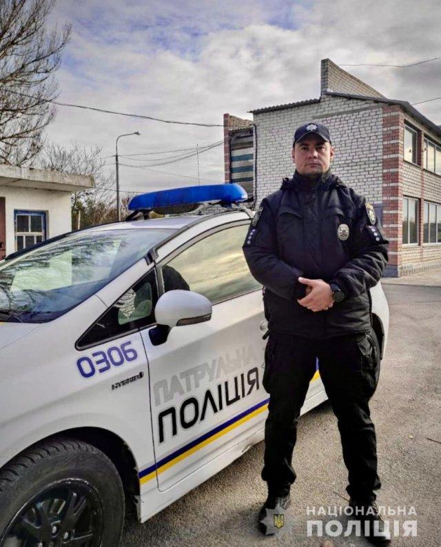 В Бериславе капитан полиции до приезда медиков спас жизнь пенсионерке, у которой случился инсульт