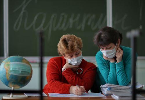 В Тернопільській області на COVID-19 хворіють 366 вчителів