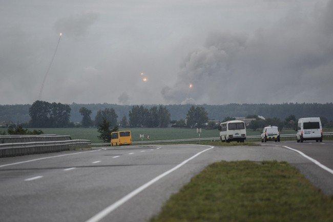 В зоне задымления зафиксировано 6 взрывов боеприпасов, вывезенных на определенный участок  ранее для утилизации