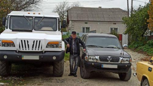 Житель Збаража «з нуля» сконструював позашляховик вагою 4,5 тони (фото, відео)