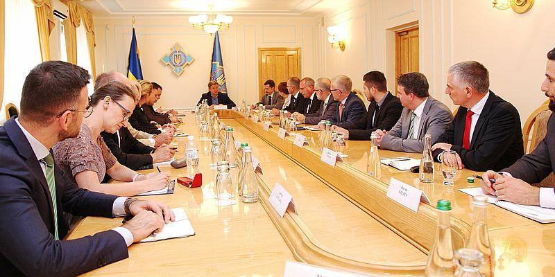 Данилюк провел встречу со стратегическими советниками высокого уровня Минобороны