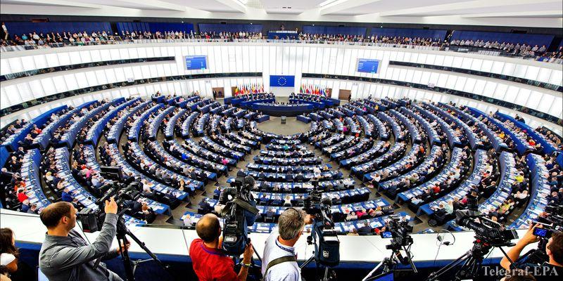 """Европарламент проголосовал за меры против """"fake news"""""""