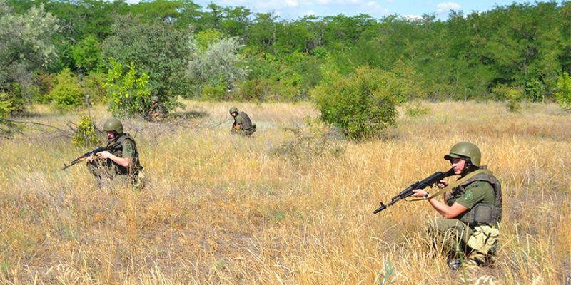 Оккупанты 12 раз били из запрещенного оружия: ранены 6 бойцов ВСУ - related