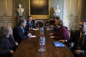Порошенко і Меркель обговорили звільнення українських моряків і припинення блокади РФ акваторії Азовського моря, - АП