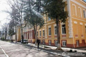 На Буковині чоловік помер у приймальному відділенні лікарні, не дочекавшись допомоги лікарів
