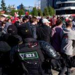 У Гомелі протести розганяють сльозогінним газом
