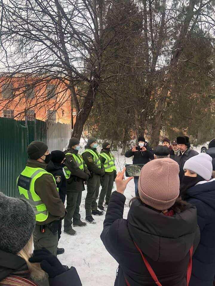 У Кам`янці-Подільському зупинили свавільне руйнування забудовником корпусу міської лікарні (ФОТО, ВІДЕО)