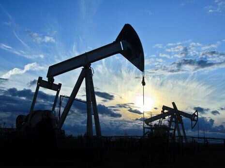 Країни ОПЕК+ вирішили не збільшувати видобування нафти у квітні. Після цього ціна на нафту почала зростати