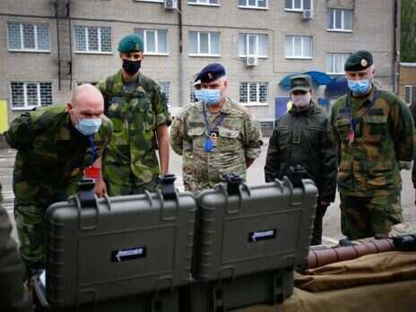Військові аташе Швеції, Норвегії і Данії відвідали бійців Нацгвардії на Донбасі