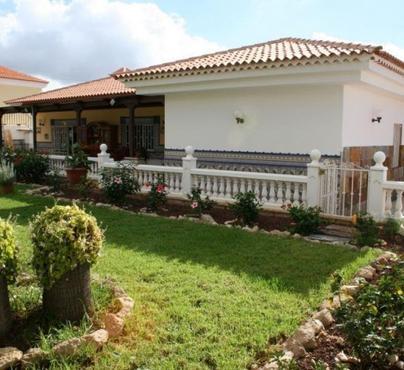 House / Villa La Florida, Arona