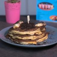 Pancakes πραλίνα σοκολάτα, μπανάνα & μπισκότο