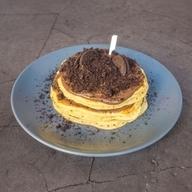 Pancakes μήλο, μέλι, κανέλα & ζάχαρη άχνη