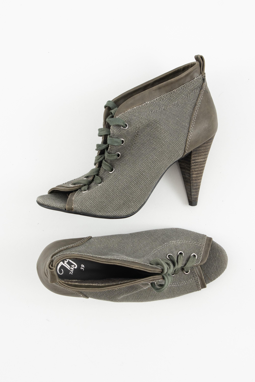 Zara Stiefel / Stiefelette / Boots Grün Gr.39