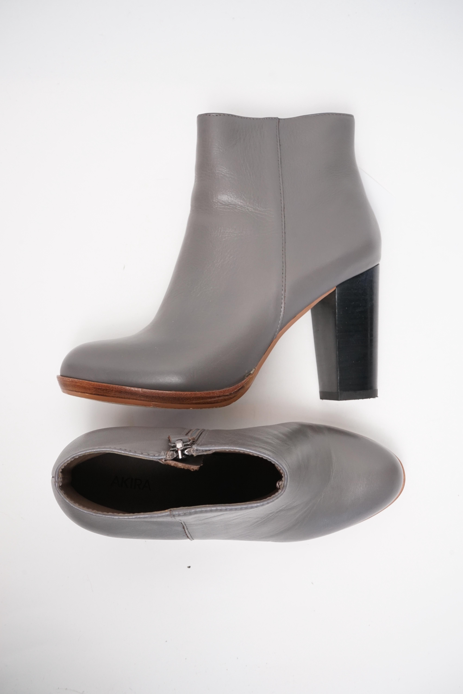 Akira Stiefel / Stiefelette / Boots Grau Gr.38