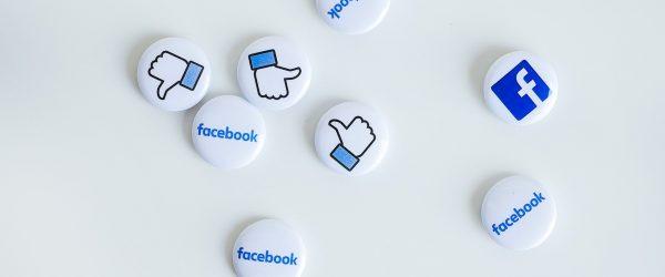 Propojte se s vašimi dárci na sociálních sítích