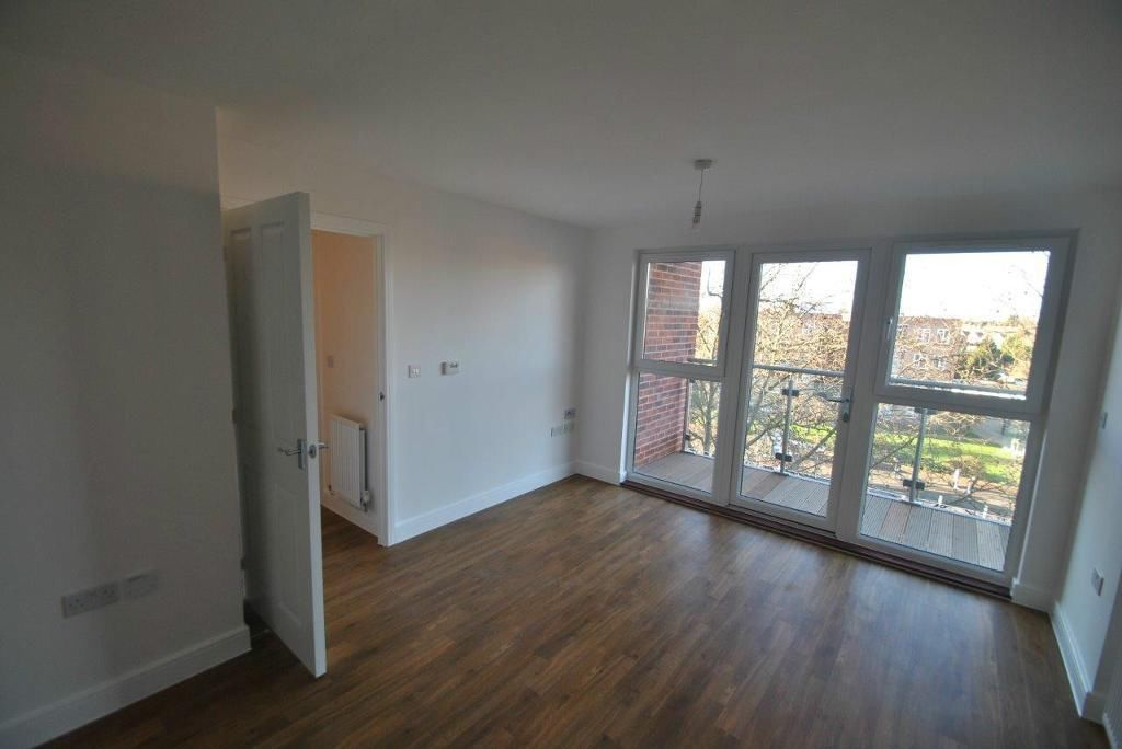 2 BED FLAT TO RENT IN BARKING! NEWLY REFURBISHED PROPERTY IN A NEW BUILD APARTMENT. VERY MODERN!