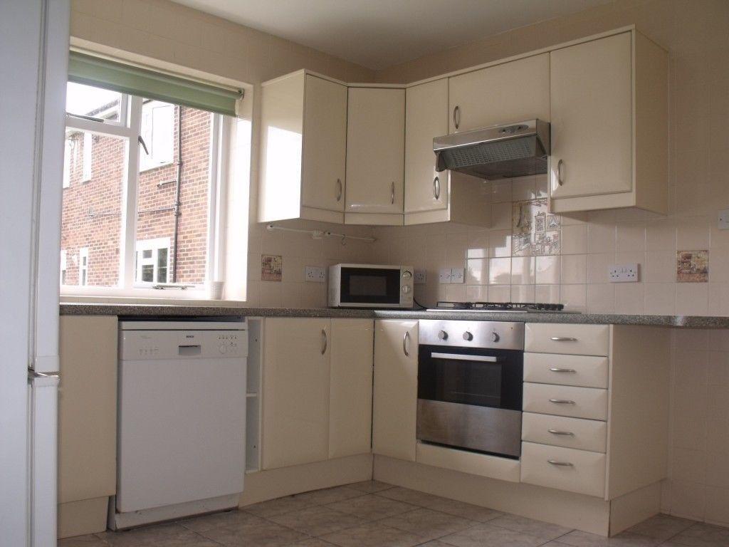 3 Bedroom Flat in Glaston Court, Grange Road, Ealing London W5