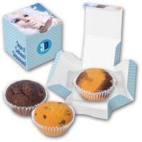 Minikuchen im bedruckten Karton