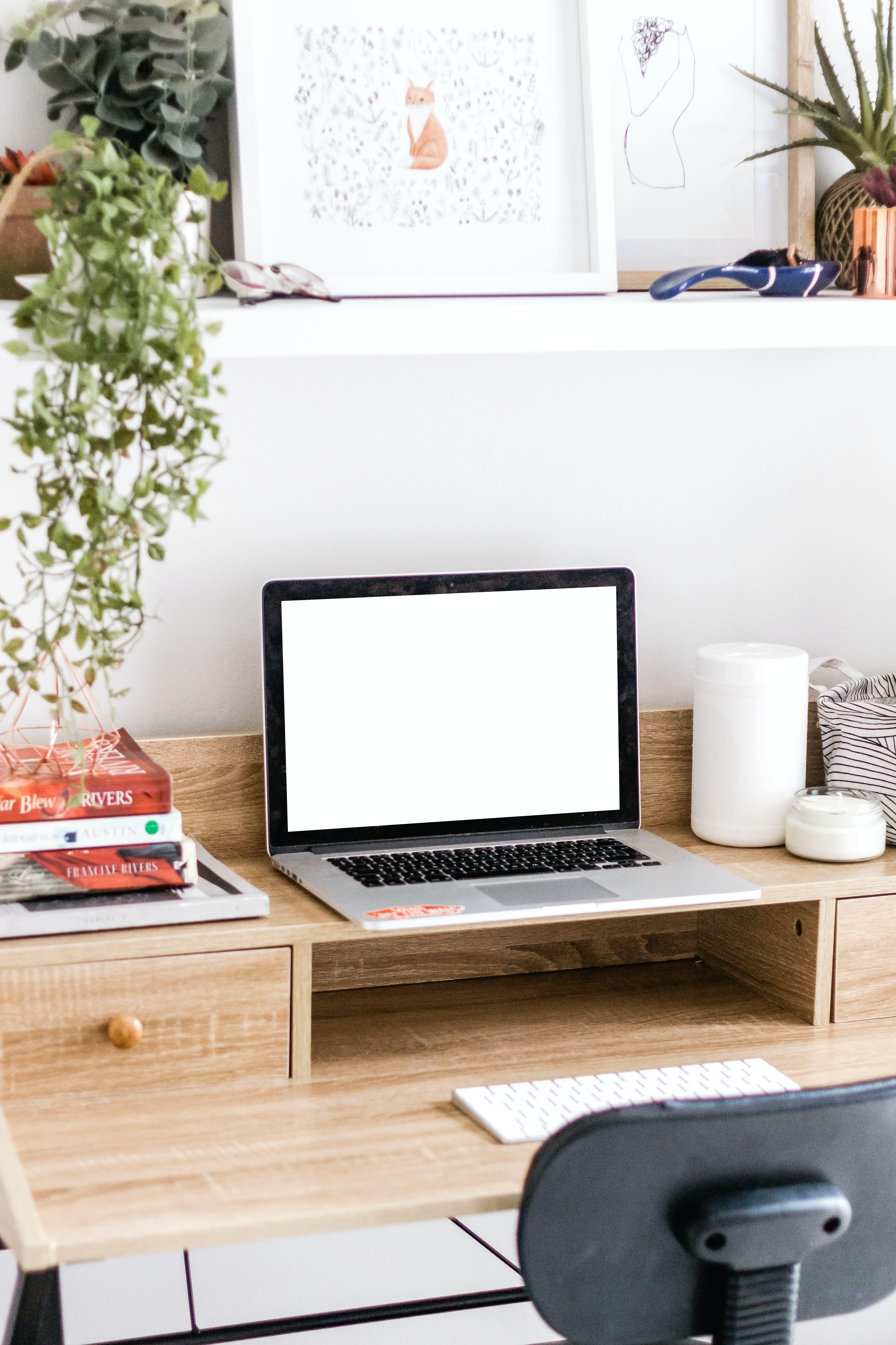 Idee per scrivania salvaspazio