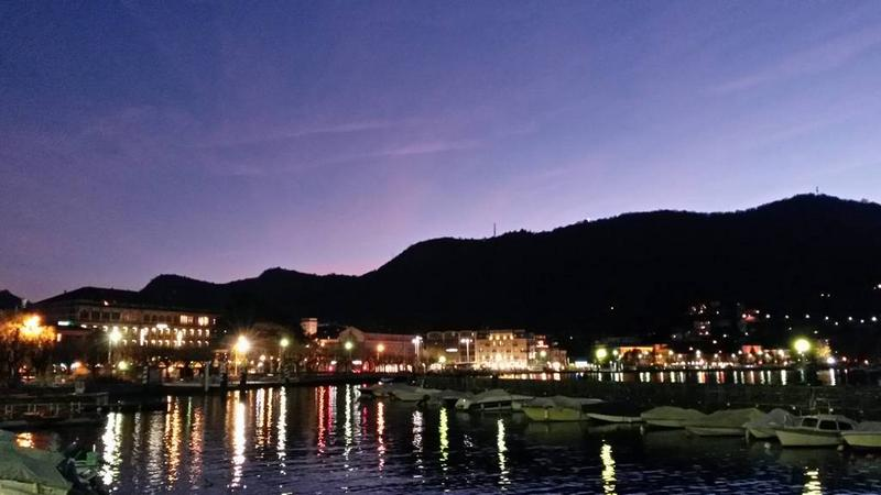 Lake promenade of Como at night