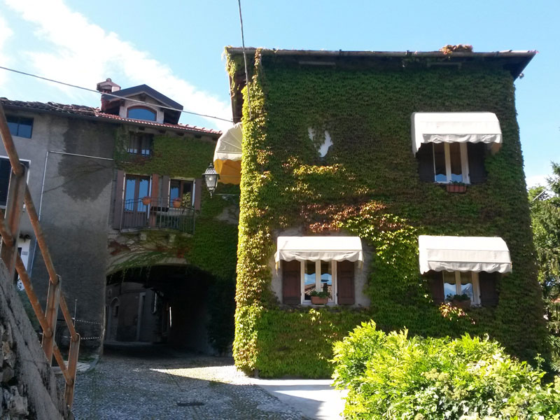A leaf-covered house in Menaggio
