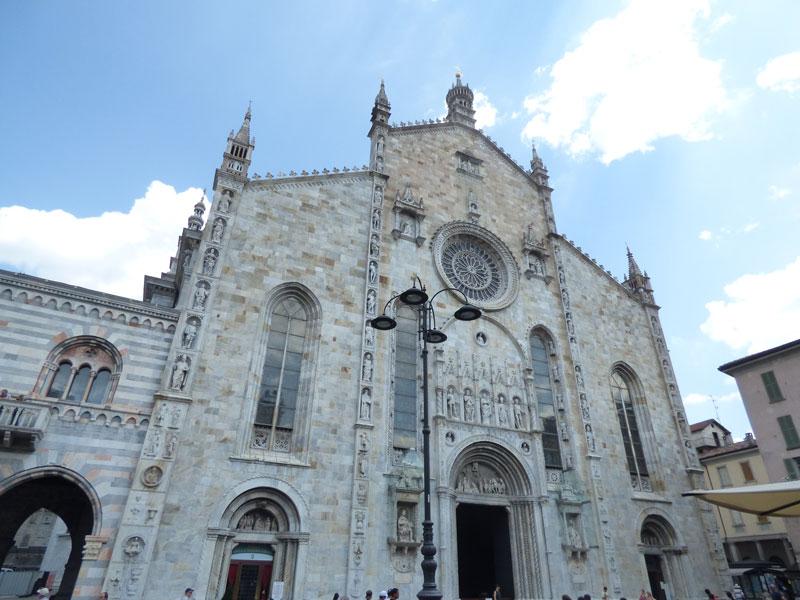 Como Cathedral façade