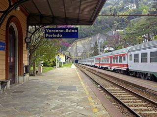 Train service around Lake Como