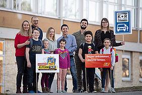 Beteiligte der ACE-Aktion sowie betroffene Eltern und Kinder rufen dazu auf, das Elterntaxi stehen zu lassen.