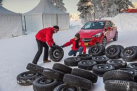 Reifen, Tester und Testauto aus dem ACE-Winterreifentest 2018.