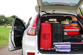 Reisegepäck im Kofferraum