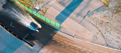 Ein Auto beim Fahrsicherheitstraining