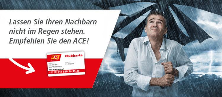 Mann steht in starkem Regen mit kaputtem Schirm. Dazu der Text: Lassen Sie Ihren Nachbarn nicht im Regen stehen. Empfehlen Sie den ACE!