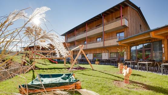 Außenaufnahme des JUFA-Hotels in Annaberg