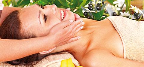 Eine Frau bei der Massage
