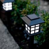 Set di 6 luci da giardino a lanterna con LED bianchi ad energia solare di Lights4fun - 1