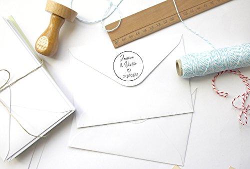 Timbro matrimonio personalizzato, forma rotonda 4 cm, con nomi, data e cuore, scrittura a mano, stile minimalista - 1