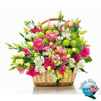 Cesto di fiori misti bianchi e rosa - Consegna in Italia.