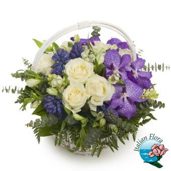 Cesto di fiori recisi bianchi e viola - Consegna in Italia.