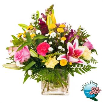 Composizione con lilium rosa e con fiori misti di vari colori - Consegna in Italia.
