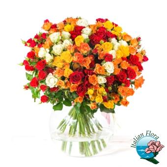 Composizione floreale molto pregiata dai vari colori - Consegna in Italia.