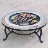 Trueshopping - Tavolino rotondo da giardino con braciere integrato Beacon Star, con griglia per barbecue, rete di protezione e copertura anti-intemperie, diametro 76,2 cm - 1