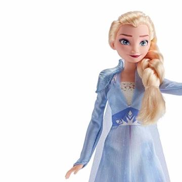 Disney Frozen 2 - Elsa (Fashion Doll con Capelli Lunghi e Abito Blu, Ispirata Al Film Frozen 2) - 2