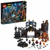 LEGO SuperHeroes Clayfaceel'InvasionedellaBat-Caverna, Giocattoli da Costruzione dei Supereroi, Playset da Collezione, 76122 - 1
